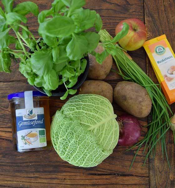VEGAN // Kürbis-Wirsing Rouladen auf Apfel-Basilikum-Kartoffelstampf