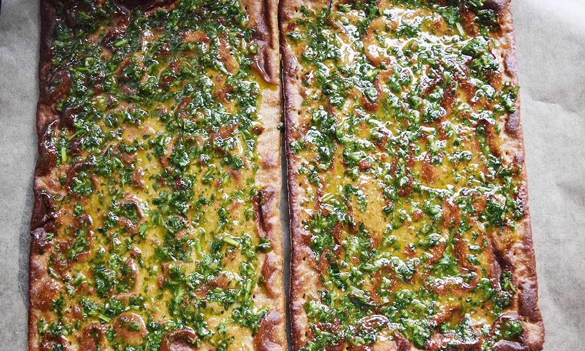 Lizza Böden mit Koriander Pesto bestrichen Coco FitnessBlog Foodblog