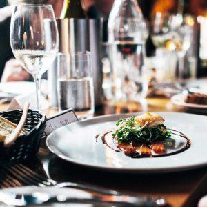 Whisky Dinner, Herr Lutz und Coco Collmann im gekreuzte moerchen